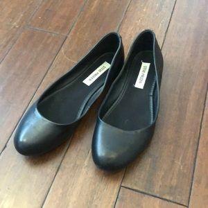 Lightly worn black Steve Madden flats